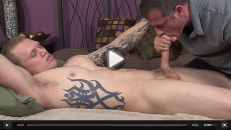 olaf-gets-serviced-by-a-mature-man